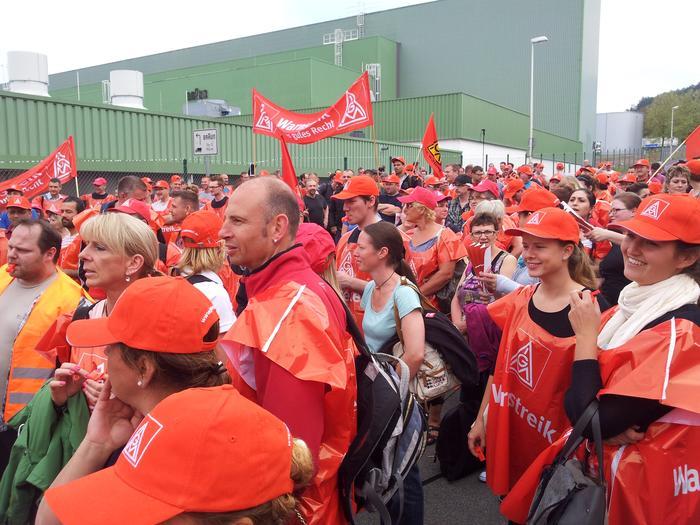 900 Kolleginnen und Kollegen trafen sich zum Metaller Warnstreik in Marktheidenfeld