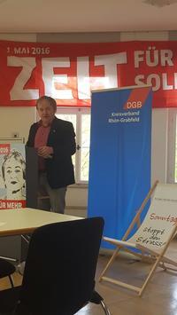 Mit einem leidenschaftlichen Appell an die Solidarität bei der Gestaltung der Arbeitswelt eröffnete DGB-Kreisvorsitzender Thorsten Raschert  die Maikundgebung in Bad Neustadt.