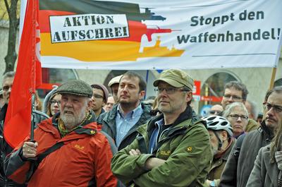 Eine der Forderungen beim 33. Würzburger Ostermarsch: Stoppt den Waffenhandel.