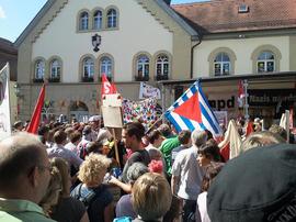 """Bis zu 2.000 Demonstraten beteiligten sich an Aktionen von """"Scheinfeld ist bunt""""."""