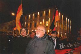 """Es sind AFD Funktionäre, NPD Kader und Neurechte aus dem akademischen Milieu, die als """"Patriotische Europäer gegen die Islamisierung des Abendlandes"""" (PEgIdA) in der Stadt Würzburg eine zweifelhafte Allianz bilden."""