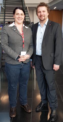DGB Vorsitzender Björn Wortmann gratulierte der neu gewählten Vorsitzenden Lena Falkenhagen und lud sie ein, nicht 50 Jahre zu warten, bis der VS wieder seinen Kongress in Aschaffenburg ausrichte.