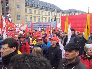 Gegen Lohndumping im Betrieb – gegen den Missbrauch von Leiharbeit und Werkverträgen! Anlass für den Gewerkschaftsprotest war die bisher nicht eingehaltene Koalitionsankündigung, ein Gesetz gegen den Missbrauch von Leiharbeit und Werkverträgen auf den Weg zu bringen.