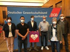 Gruppenbild v.r.n.l. Martina Keller (EVG), Tanyel Tas (IG Metall), Martin Schmidl (Kreisvorsitzender), Ottmar Montag (NGG), Doris Berz (ver.di), Karl- Heinz Geuß (GEW).