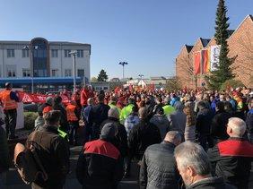 600 Beschäftigte beteiligen sich an den Warnstreiks bei Joyson