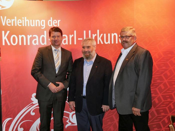V.l.n.r. MdL Sandro Kirchner, IG BAU Regionalleiter Hans Beer, Herrmann Köth