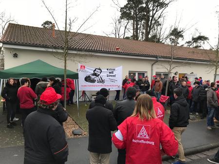 Sozialkunde hautnah: Schulklasse besucht 24 Stunden Warnstreik in Kahl