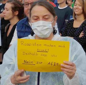 300 Menschen machen deutlich: Aschaffenburg ist und bleibt bunt!