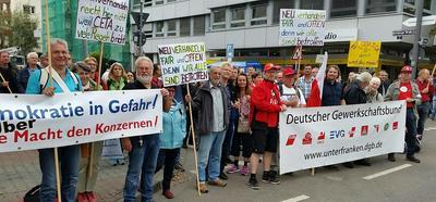 Vom bayerischen Untermain sind rund 100 TTIP- und CETA KritikerInnen mit dem Bus nach Fankfurt gefahren.