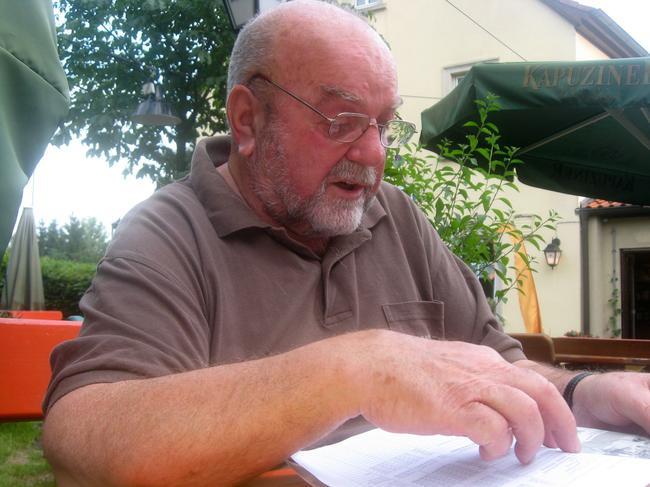 Der Träger der Fritz-Soldmann-Urkunde, Willy Schütz, ist gestorben. Wir sind unserem verstorbenen Kollegen Willy Schütz zu großem Dank verpflichtet. Wir sind sehr traurig und wir werden ihm ein ehrendes Andenken bewahren. Unsere herzliche Anteilnahme gilt seiner Familie. Wir werden unseren Willy sehr vermissen.