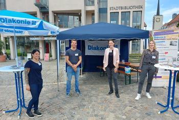 Auf Initiative des DGB in Kooperation mit der Stadt Aschaffenburg, der Agentur für Arbeit, der Deutschen Rentenversicherung Nordbayern, dem Deutschen Mieterbund, der SQG Strukturwandel und Qualifizierung GmbH, der Diakonie, der Caritas, der Handwerkskammer und SkF