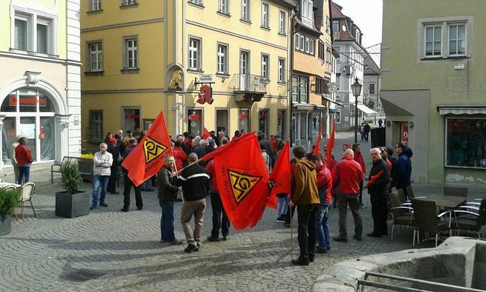 Zum gemeinsamen Zug zum Kundgebungssaal im Kitzinger Bayernheim trafen sich die Kolleginnen und Kollegen des DGB Kreisverbandes Kitzingen.
