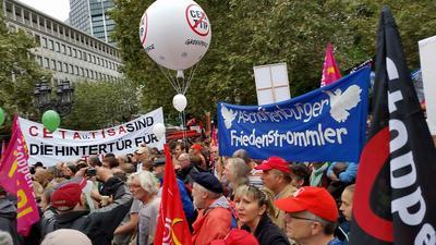 Gut zu sehen, das Banner der Aschaffenburger Friedenstrommler