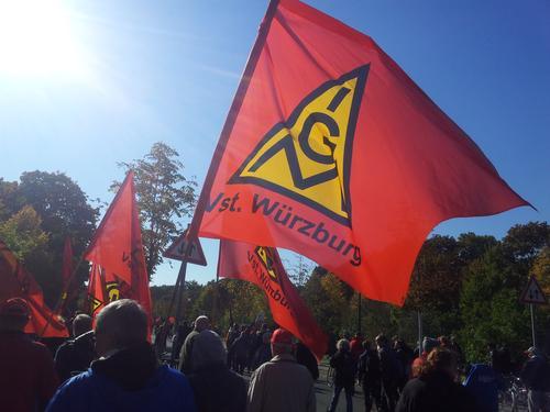 Die Fahne der IG Metall Verwaltungsstelle Würzburg