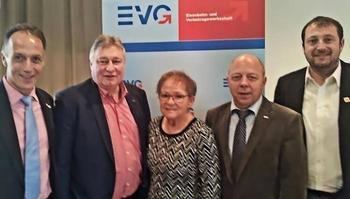Von Links Mathias Eckardt (DGB Oberfranken), MdB Martin Burkert (Vorstandsmitglied der EVG), Marion Schäfer-Blake (Bürgermeisterin der Stadt Würzburg), Thomas Scheb (ehrenamtliches Bundesvorstandsmitglied der EVG) und Norbert Zirnsak (DGB Unterfranken).