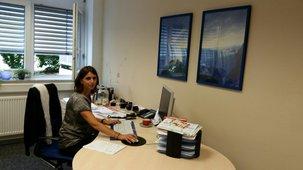 Die Kollegin Sandra Lemanczyk ist von Montag bis Donnerstag jeweils von 8-13 Uhr im IGBAU-Büro zu erreichen