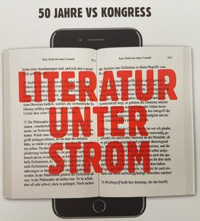 """Der Verband deutscher Schriftstellerinnen und Schriftsteller (VS) feierte seinen 50.  Geburtstag in Aschaffenburg. Der 22. VS-Bundeskongress stand unter dem Motto """"Literatur unter Strom""""."""
