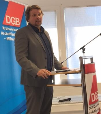 """Wortmann appellierte am Ende seine Rede an die Delegierten: """"Lasst uns gemeinsam uns einmischen - branchen- und gewerkschaftsübergreifend im Sinne der Einheits-gewerkschaft – Lasst uns für bessere Arbeits- und Lebensbedingungen in der Region streiten!"""""""
