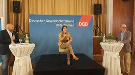 "auf dem ""heißen Stuhl"" Frau Dr. Ulrike Schneider (FW)"