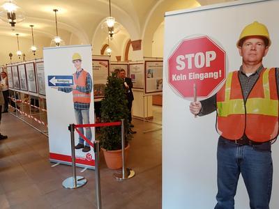 IG BAU Ausstellung: Bauarbeiter erneuern unsere Städte und prägen die Geschichte