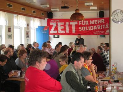 An der 1. Mai Kundgebung des DGB in Kitzingen beteiligten sich rund  150 Kolleginnen und Kollegen, so viele wie seit Jahren nicht mehr.