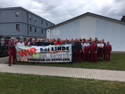 Am Freitag informierten sich 70 Beschäftigte der Linde Hydraulics in Kahl beim Betriebsrat und stellten ihre Fragen. Beteiligt waren auch Betriebsräte und Vertrauensleute der Linde Hydraulics-Werke Aschaffenburg und der Linde Material Handling GmbH Standort Kahl.