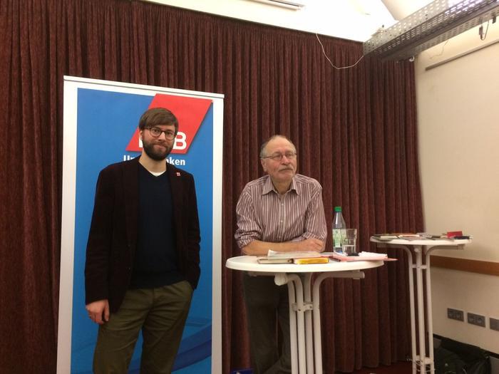 Martin Schmidl, DGB Kreisvorsitzender (links) und Klaus Hofmann (Initiative gegen das Vergessen)