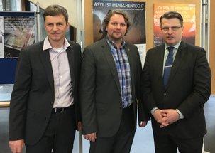 FOS/BOS-Schulleiter Mirring, DGB-Regionssekretär Wortmann und Justizminister Bausback