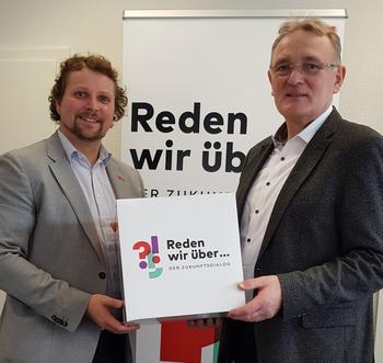 Gewerkschafter Björn Wortmann spricht mit CSU MdL Berthold Rüth