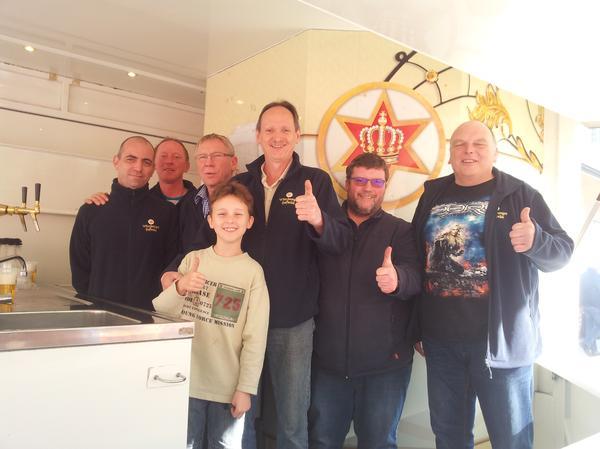 Fleißige Helfer: Die NGG Kollegen bei der Würzburger Hofbräu