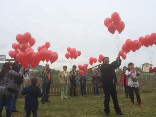 125 Ballons symbolisch für 125 Jahre 1 Mai.