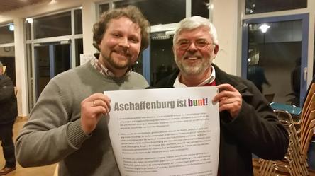 Rudi Großmann und Björn Wortmann waren für den DGB bei der Erstunterzeichnung des Aufrufs Aschaffenburg ist bunt anwesend