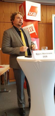 Überraschende Antworten auf dem heißen Stuhl in Aschaffenburg