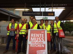 Kolleginnen und Kollegen am Schweinfurter Hauptbahnhof