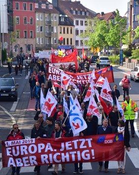 Die Demonstration am 1. Mai in Aschaffenburg begann um 10 Uhr, war kraftvoll und laut.