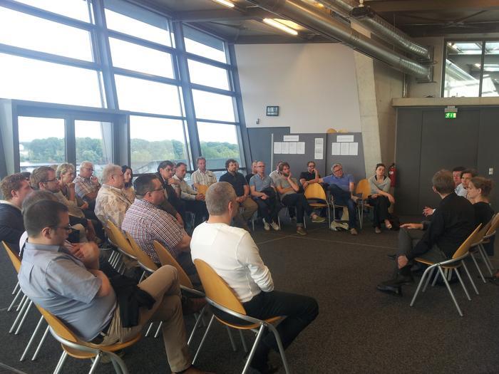 Beim Besuch im NS Dokumentatioszentrum wurde DGB Kritik am Freistaat Bayern laut, der nach Meinung der Gewerkschaften zu wenig dazu beitrage, um die Erinnerungsarbeit auf dem ehemaligen Reichsparteitagsgelände der Nationalsozialisten zu unterstützen.