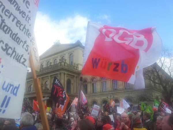 Der DGB Würzburg organisierte einen Bus zur Demo