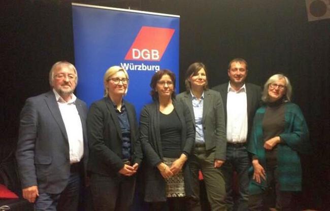"""Karin Dauer, die DGB Kreisvorsitzende in Würzburg, rechts im Bild, zog zum Schluss das Fazit: """"Man muss weiterhin miteinander sprechen. Die Veranstaltung hat einen Beitrag dazu geleistet, um eine neue Konstellation in den Blick zu nehmen""""."""