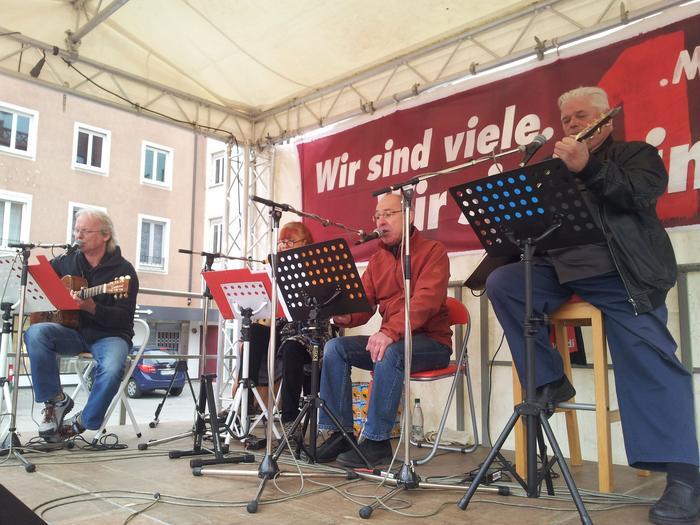 Die DGB Band begleitete die Kundgebung musikalisch.