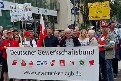Mit 10 Bussen sind Gewerkschafter aus der DGB Region Unterfranken zur Stopp TTIP Demo gefahren