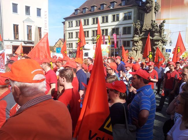 IG Metall Kundgebung am Vierröhrenbrunnen in Würzburg