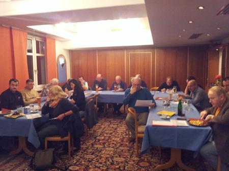 Hilfestellung rund um die Rente gab es am Dienstag in Bad Neustadt. Der DGB Kreisverband Rhön-Grabfeld hatte den DGB Versichertenberater Peter Schüllermann und DGB Sekretär Norbert Zirnsak zu Gast. Die beiden Gewerkschafter und die stellvertretende DGB Kreisvorsitzende Christine Fischer freuten sich über 25 interessierte Zuhörer.