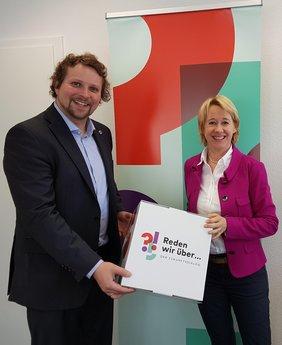 DGB Kreisverbandsvorsitzender Björn Wortmann im Dialog mit SPD Landtagsabgeordneter Martina Fehlner